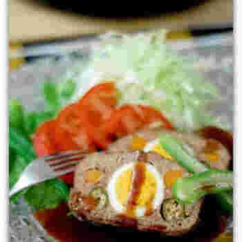 ミートローフを、塩と卵白を合わせたもので包んで蒸し焼きに。塩釜は、魚だけでなく、肉料理も驚くほど美味しくしてくれます。ダッチオーブンで作るのもおすすめ。