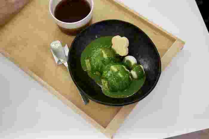 おすすめは、みかんが入っている「濃抹茶アフォガード」。茶房とあって、お茶と相性のよいスイーツをいただけますよ。