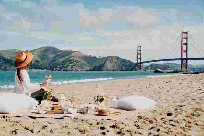 せっかくやってきた海。海水浴をしなくてもぜひ満喫してほしいこと、それはピクニックです☆パラソルを海の家でレンタルしても良いし、最近では安価で手軽なテントも出ているので日よけ対策も気軽にできますよ。釣り道具やシュノーケルも持っていけば、一日満喫できること間違いなしです!