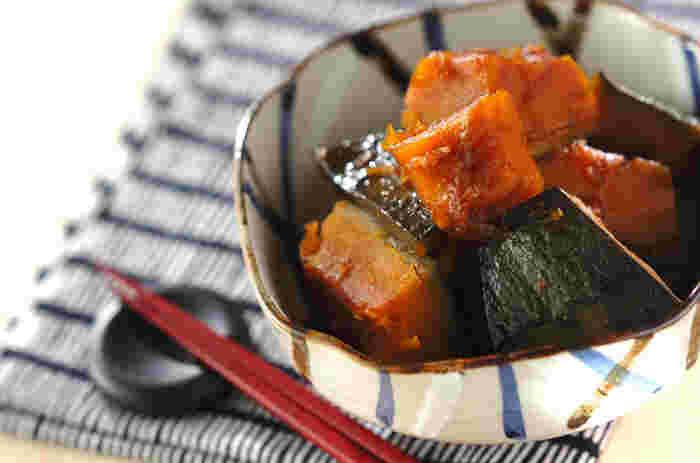 かぼちゃと調味料だけで作るシンプルな煮物。だけど味わいは格別です。基本である煮物をもう一度おさらいして、食卓に懐かしくやさしい味を添えましょう。