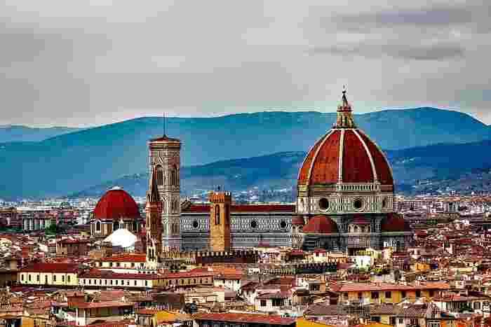 アルプス山脈の麓に位置するイタリア北部には、ヨーロッパ最大の都市「ミラノ」や、水の都として有名な「ヴェネツィア」があります。