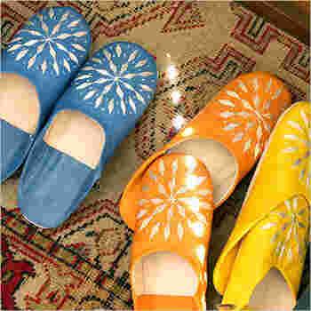 モロッコのおしゃれスリッパ『バブーシュ』でお部屋の中でもかわいい足元に。