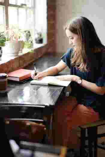 おすすめしたいのが、スティーブン・R・コヴィー氏が提唱した「7つの習慣」の第二の習慣、「目的を持って始める」です。母や上司、そして一人の女。自分が重要と考える役割と、達成したい目標を書き出します。
