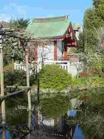 境内にある「花園社」は、菅原道真公の妻である島田宣来子と、14人の子供が祀られています。安産や子宝のご利益があるので、本殿と合わせてこちらも参拝しましょう。