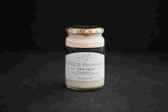 """大正11年から続く食酢醸造「私市(キサイチ)」がつくるこだわりの""""キサイチマヨネーズ""""は素材の味が生きる、シンプルな味わいが特徴的。"""