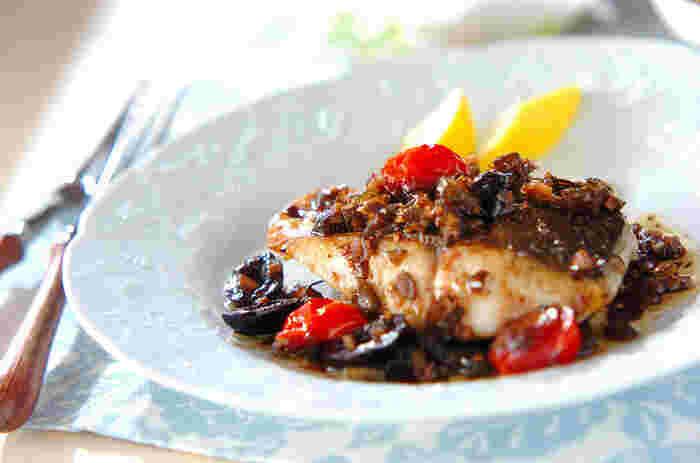 きゅうりのピクルスが味の決め手。魚のソテーがさっぱりと、味わい深くなります。パンにはさんでも美味しそうですね。