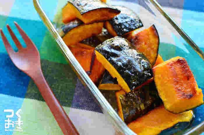 味付けは塩のみ。しかしそのシンプルな味付けが、かぼちゃの自然な甘みを一層引き立てます。鮮やかなかぼちゃの色が良いアクセントになるので、お弁当でも大活躍します。