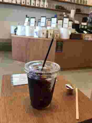 また、店頭で珈琲豆を購入すると、焙煎が仕上がるのを待つ間に、コーヒーを1杯サービスしてくれる嬉しい心遣いも…。