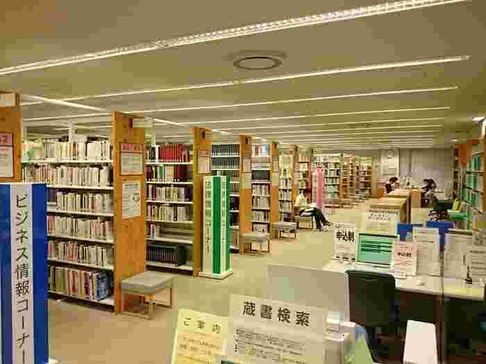 圧倒的な蔵書数は、調べ物をしたい時にわざわざ訪れる人も多そうです。