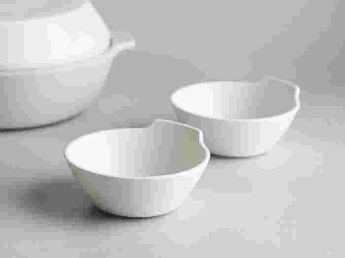 そんなKAKOMIの土鍋と合わせて使いたいのが、同じKAKOMIシリーズのとんすい。土鍋と同様にシンプルで無駄のないデザインになっています。マットな質感が好印象!土鍋とセットで使えば統一感が生まれ、食卓も自然とおしゃれになりますね。