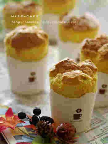 レンジで温めた1角にカットしたかぼちゃが入ったシフォンケーキ。優しいかぼちゃの甘みを味わうことができます。手土産にも◎