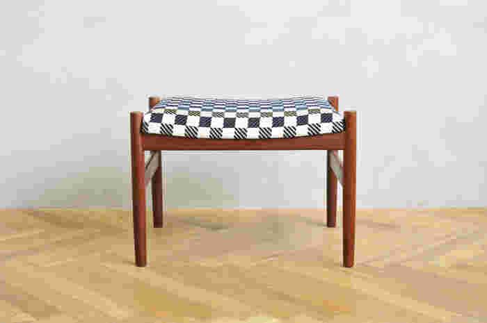 Vintage STOOL × minä perhonen -the earth- ミナのファブリックを合わせたら、ヴィンテージチェアが現代に蘇りますね。