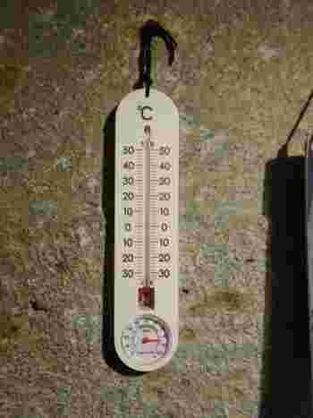 坑内は、外気温と差があり、10℃を下回ることも。サッと羽織れる上着を持っていくことをおすすめします。