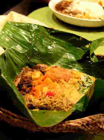 こちらはバナナの皮で包んだ、スリランカ式のお弁当「ランプライス」♪テレビや雑誌でも取り上げられる人気メニューです!