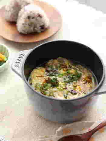 もずく酢を活用した、5分で作れるお手軽スープレシピ。消化しやすさよりも、食べやすさと作りやすさ重視のチョイスです。具沢山でヘルシーなので、ダイエットにも◎