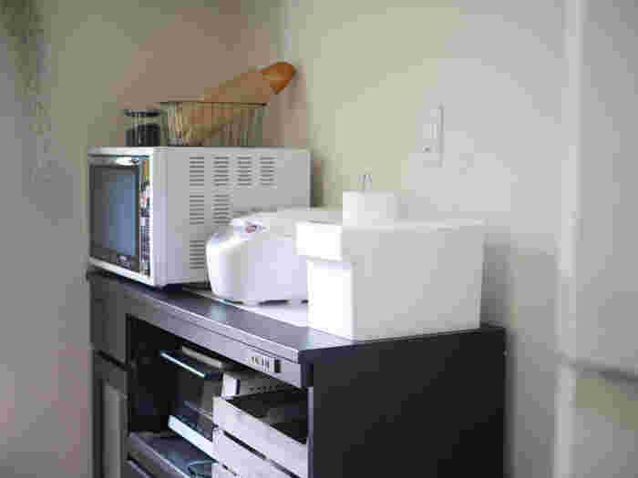 忙しい方にとって、毎日ごはんを炊くのは意外に大変なもの。ボタンを押すだけで炊けるとはいえ、その前後には米とぎや釜を洗うなどの作業が必要になります。  家族の人数よりも多く炊けるサイズを選べば、そんな時間を短縮。多めに炊いて冷凍しておけば、時間がないときにも安心です。筆者は、週に2回8号ずつ炊くことに。こうすることで、朝食や夕食、お弁当作りの時短にも繋がっています。
