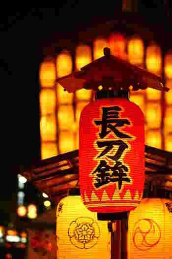 最初に巡行する長刀鉾もライトアップされ、壮麗な姿を見せてくれます。