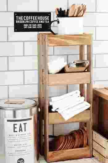 先ほどと同じ材料で4段の収納棚も作れます。こちらはキッチンにあると重宝しそう。ヨコに使うこともできるので、スペースに合わせて使うことができそうですね。