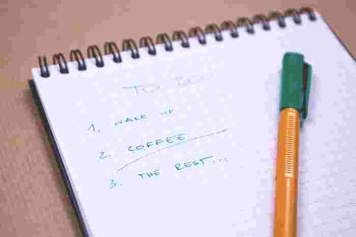 メモをとる内容は人それぞれ。TO DOリストや買い物リストなどは済んだら捨てても良い内容ですが、アイデアや情報は残しておく方が良いものもあります。