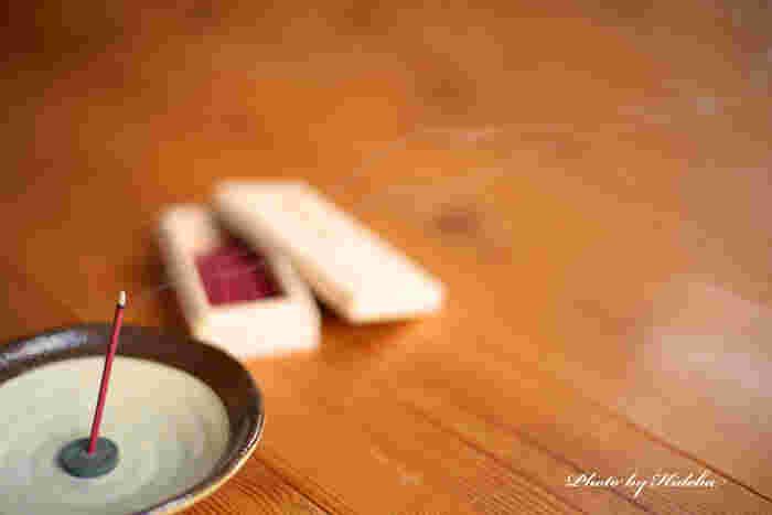 300年以上前に京都で生まれた「松栄堂(しょうえいどう)」は、宗教用の薫香からお茶の席で使われる香木、そしてかわいい匂い袋まで、お香全般を扱うお店。銀座店はモダンでおしゃれな雰囲気。すべてのお香が試せる「くゆりば」が設置されているので、自分に合ったお香を見つけることができるんです。 (画像はイメージです)