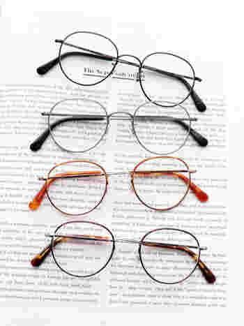 おしゃれを目的としたもので、視力を補正するための度が入っていないメガネのことを指します。もともと『伊達』という言葉には『洒落ている』や『目立つもの』などの意味を持っていて、戦国武将の伊達政宗に由来している言葉ともいわれています。