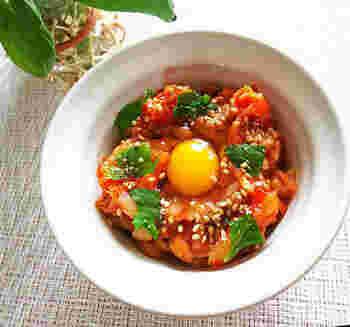 毎日食べたい納豆は、さまざまなアレンジを加えて変化を楽しみましょう。塩分を少なめにしたい方は、醤油を使わず、キムチの塩気のみでいただくのもいいですね。