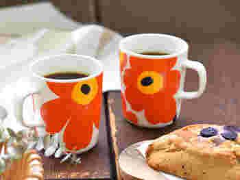"""フィンランドのライフスタイルブランドで、日本でも人気の「marimekko(マリメッコ)」のカラフルでポップなマグカップです。「marimekko」を代表的なデザインの""""UNIKKO(ウニッコ)""""は、ケシの花がモチーフになっていて、テーブルにぱっと明るさを添えてくれます。スタンダードな形のマグカップは、おうちでのカフェタイムに大活躍しそう。"""