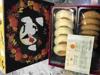 「ハッロングロットル(アプリコット)」とパンプキンの「ドロンマル」のハロウィン限定BOX。「ドロンマル」は北欧でポピュラーなお菓子のひとつで、ジャリっとした独特の食感を楽しめます。