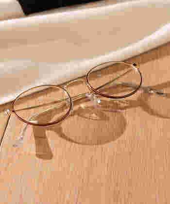 グラスに色が入っているサングラスはちょっと…という方にお勧めしたいのが、UVカットできる透明な伊達眼鏡。お洒落なデザインで、シーズン問わず使えるのも嬉しいですね♪