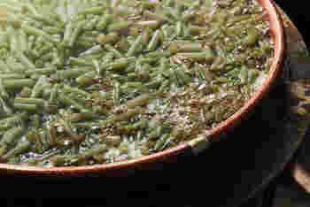 天然物の蕗のみを使用しているので、栽培ものでは実現できない滋味あふれる一品となっています。保存料、着色料等は使用していないから、安心して食べられますね。