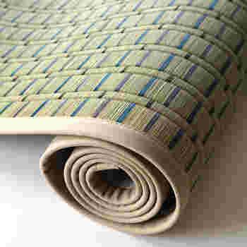 ひんやりと心地よい、い草で作られた「ござ」。simama(シママ)の寝ござは、純国産の天然い草を使用。い草の香りや快適さを肌で楽しめます。