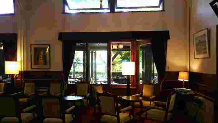 ロビーもメインダイニングもレトロで重厚なインテリア。クラシックホテルの魅力を存分に楽しめます。