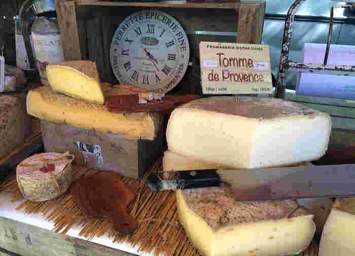 牛乳から作られるチーズは、お菓子作りに活躍する材料の1つですよね。もちろん、チョコレートスイーツにも相性ばっちりです。