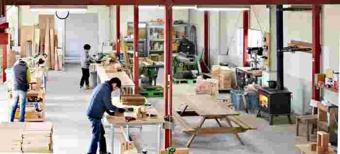 石巻市から世界へ広がる、DIYとデザインの力。「石巻工房」のデザイン家具