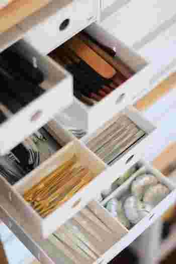 カトラリーケースとしてもおすすめです。 ケースの高さや奥行きがちょうど良く、お箸や箸置きなどカトラリーをカテゴライズ収納しやすくなりますよ。