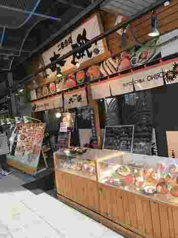 その二条市場にあるお店で、まずご紹介するのが、海鮮屋さん「大磯(おおいそ)」。  なんと、朝7時から営業。とことんお腹を空かせて、朝行くのもオススメです。最高の気分で、1日のスタートをきれますよ。