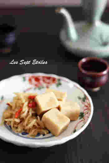 切り干し大根から出ただしが、高野豆腐にしっかりと沁むので、ご飯のお供にぴったりの煮物です。