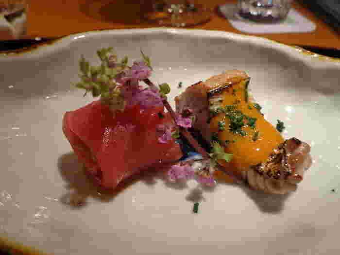 和洋折衷の創作性高いお料理の数々は、日本酒や焼酎だけでなくワインにもよく合います。大人デートにもぴったり♪