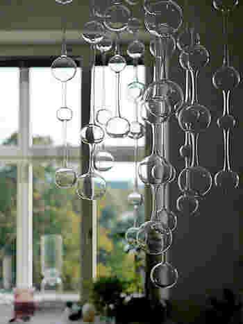 立ち上る泡のようなオブジェは風に揺れて音が出ます。音と揺れる動きで穏やかな気持ちになれそう。