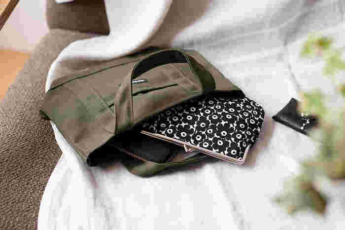 【ポーチ】ブラック・グレー・ベージュ・ネイビー、ベーシックカラーを選んでバッグの中すっきり!