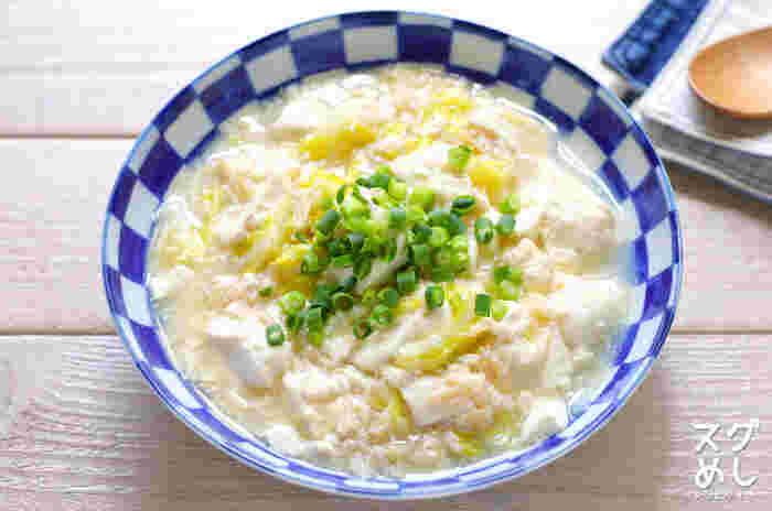 包丁のいらないスピードレシピです。豆腐とキャベツでボリュームも満点です。とろみがあるので、食欲がないときでも喉を通りやすいんですよ。