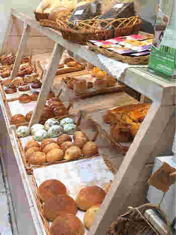 パン生地そのもののおいしさを追求したいと作られるこちらのパンは、ゴルゴンゾーラとりんごが入ったパンや、アンチョビ味のクロワッサンなど、どれも珍しいものばかり。熱海のMOA美術館にもマリーのパンが販売されているんですよ。