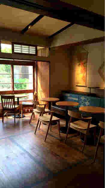 もともと和室だったお庭の見えるお部屋は、欄間などは残しつつ青森の伝統工芸品などをインテリアに取り入れ、温かみのある空間になっています。