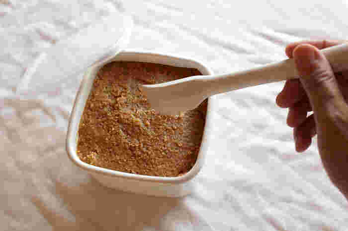 正方形の保存容器は、長方形に比べて口が狭い分、酸化しにくいのがメリット。長期間入れっぱなしになるお味噌などの保存に向いています。