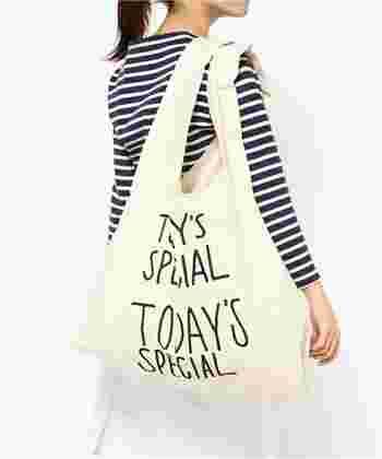 Reduceは、ごみの発生そのものを減らすこと。 買い物には、エコバッグを使って、使い捨てのビニール袋はもらわないようにしましょう。