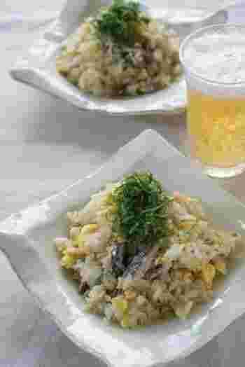 おつまみ系の缶詰としておなじみのオイルサーディン(イワシのオイル煮)。サーディンの油を使って炒める大人な味わいの炒飯です。