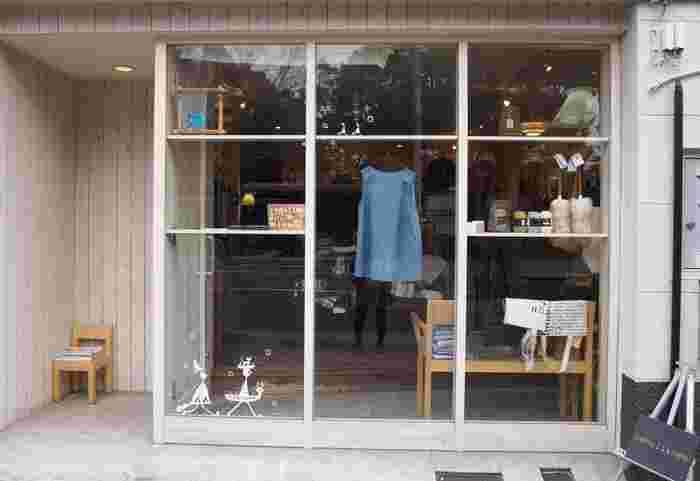 小さな店内に、キッチン用品、文房具、リネン類などが 丁寧に並べられています。 行く度に「これ欲しいなぁ…」が増えていくお店。  清澄白河駅から、徒歩5分くらい。