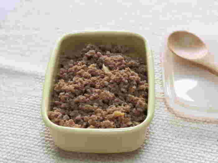 豚肉をつかった肉そぼろレシピ。たくさん作り置きしておくと弁当やおにぎりの具として活用できます。