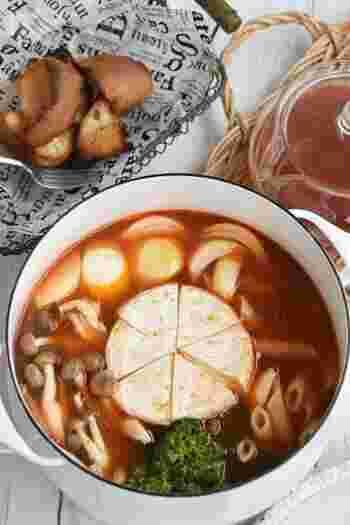 いつものお鍋の概念を覆す、トマトとペンネのチーズ豚しゃぶ!真ん中にチーズをどんと置いたら、周りにペンネやお好みの野菜をIN。これだけでとっても贅沢なお鍋の完成です♪