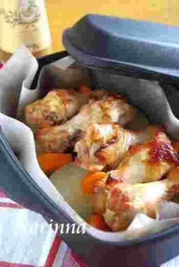 ジンジャーシロップ+醤油のタレにしっかり漬け込んだ手羽元焼き。アウトドアでも活躍しそうなレシピです。